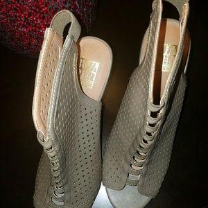 NWT! Cute cut-out wedge heels